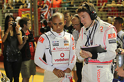 Motorsports / Formula 1: World Championship 2010, GP of Singapore, 02 Lewis Hamilton (GBR, Vodafone McLaren Mercedes), Andy Latham (Vodafone McLaren Mercedes),