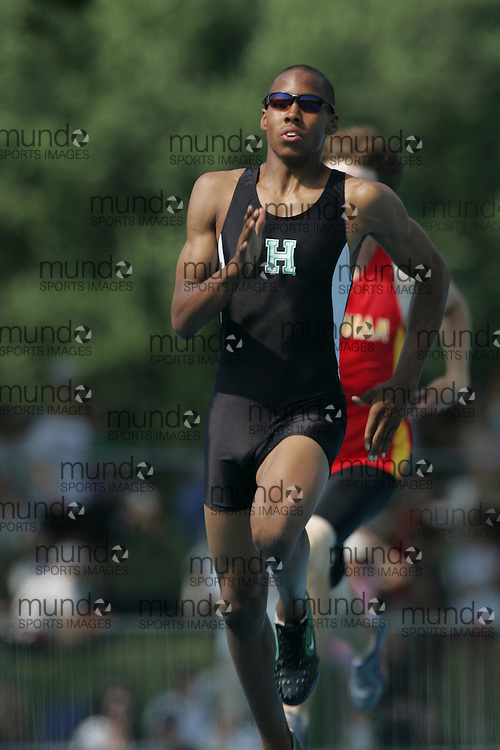 Arjen Colquhoun running to second in the midget boys 400m final at the 2007 OFSAA Ontario High School Track and Field Championships in Ottawa.