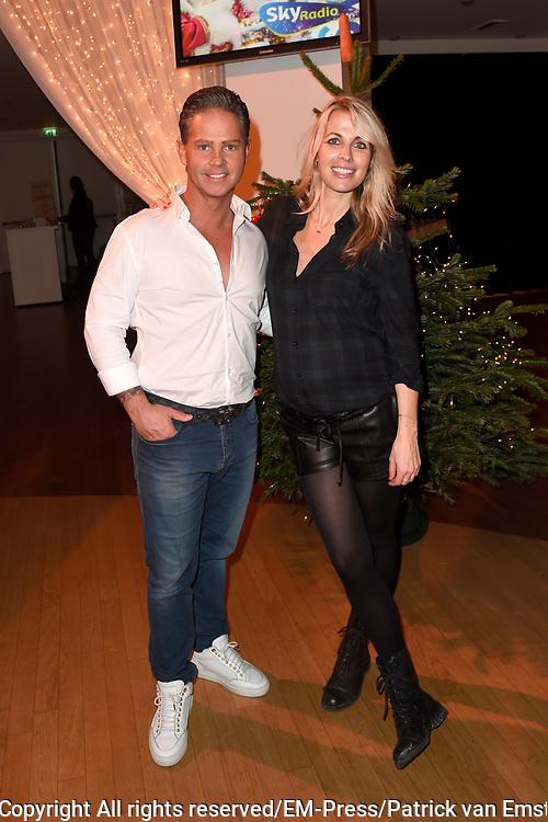 Sky Radio's jaarlijkse goede doelen-event Christmas Tree For Charity in Studio 22, Hilversum.<br /> <br /> Op de foto:  Danny de Munk &amp; Vivian Reijs (Voedselbanken Nederland)