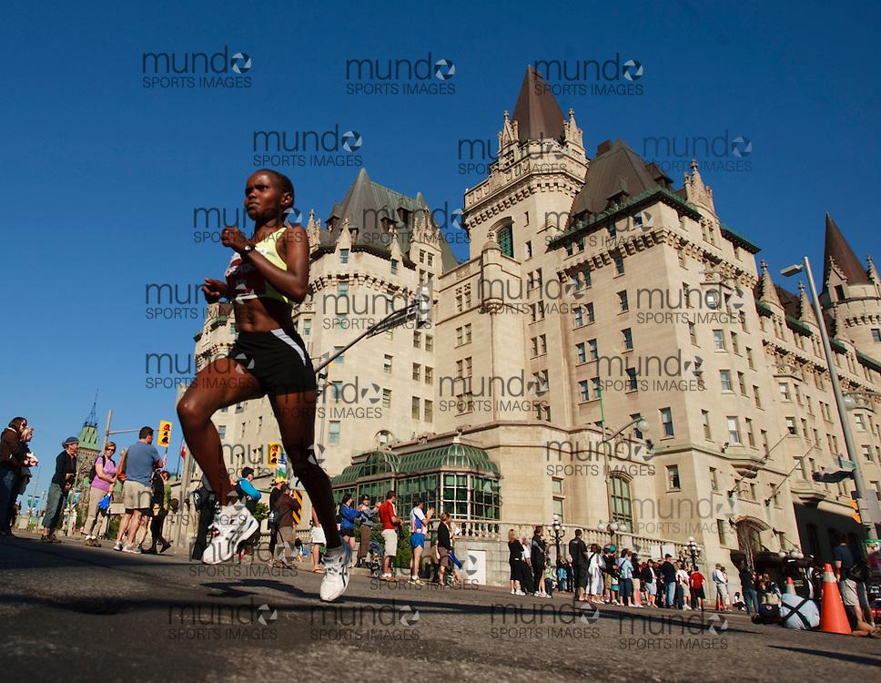 Ottawa, Ontario ---24/05/09--- Runners compete in the 2009 Ottawa Marathon, May 24, 2009..GEOFF ROBINS Mundo Sport Images