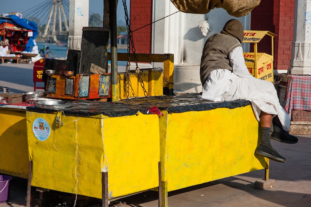 Street yellow market stall (India)