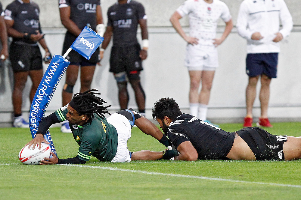 South Africa's Rosko Specman, left, touches the ball down while nudging the corner flag with New Zealand's Akira Ioane, right, in tow in the cup final at the International Rugby Sevens Tournament at Westpac Stadium, Wellington, New Zealand, Sunday, January 31, 2016. Credit: SNPA / Dean Pemberton