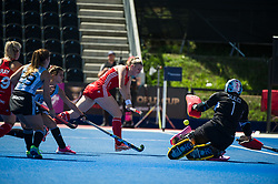 Lily Owsley. England v Argentina, Lee Valley Hockey and Tennis Centre, London, England on 10 June 2017. Photo: Simon Parker