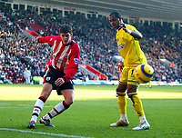 Fotball<br /> Premier League England 2004/2005<br /> Foto: BPI/Digitalsport<br /> NORWAY ONLY<br /> <br /> Southampton v Charlton Athletic<br /> <br /> 26/12/2004<br /> <br /> Martin Cranie of Southampton (L) clears the danger from Shaun Bartlett