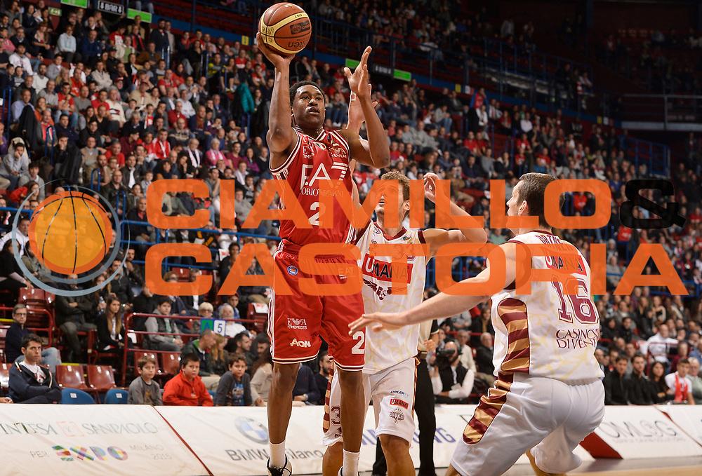 DESCRIZIONE : Milano Lega A 2014-2015 EA7 Emporio Armani Milano Umana Venezia<br /> GIOCATORE : MarShon Brooks<br /> CATEGORIA : tiro penetrazione<br /> SQUADRA : EA7 Emporio Armani Milano<br /> EVENTO : Campionato Lega A 2014-2015<br /> GARA : EA7 Emporio Armani Milano Umana Venezia<br /> DATA : 26/10/2014<br /> SPORT : Pallacanestro<br /> AUTORE : Agenzia Ciamillo-Castoria/R.Morgano<br /> GALLERIA : Lega Basket A 2014-2015<br /> FOTONOTIZIA : Milano Lega A 2014-2015 EA7 Emporio Armani Milano Umana Venezia<br /> PREDEFINITA :