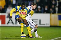 FOOTBALL - BELGIUM CHAMPIONSHIP 2009/2010 - KVC WESTERLO v RSC ANDERLECHT - 11/12/2009 - PHOTO JOHAN EYCKENS / PHOTO NEWS / DPPI - MOMODU CEESAY (WES) / JELLE VAN DAMME (AND)