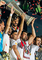18.05.2016, St. Jakob Park, Basel, SUI, UEFA EL, FC Liverpool vs Sevilla FC, Finale, im Bild Jubel der Sevilla Spieler mit den Pokal, Jose Antonio Reyes (FC Sevilla), Coke (FC Sevilla) // Sevilla Players lift up the Trophy, Jose Antonio Reyes (FC Sevilla), Coke (FC Sevilla) during the Final Match of the UEFA Europaleague between FC Liverpool and Sevilla FC at the St. Jakob Park in Basel, Switzerland on 2016/05/18. EXPA Pictures © 2016, PhotoCredit: EXPA/ JFK
