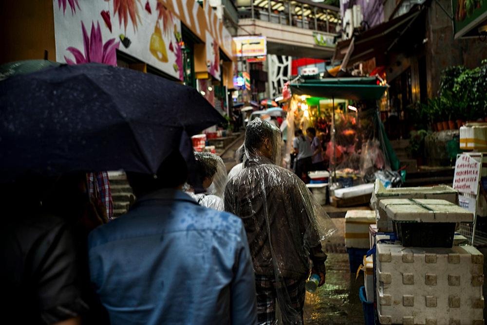 Hong Kong | 04.05.2017: Hong Kong <br /> <br /> hier:  Regen<br />  <br /> Sascha Rheker<br /> 20170504<br /> <br /> [Inhaltsveraendernde Manipulation des Fotos nur nach ausdruecklicher Genehmigung des Fotografen. Vereinbarungen ueber Abtretung von Persoenlichkeitsrechten/Model Release der abgebildeten Person/Personen liegt/liegen nicht vor.]