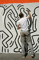 1987, Manhattan, New York City, New York State, USA --- Keith Haring Painting Crack is Wack Mural --- Image by © Owen Franken/Corbis