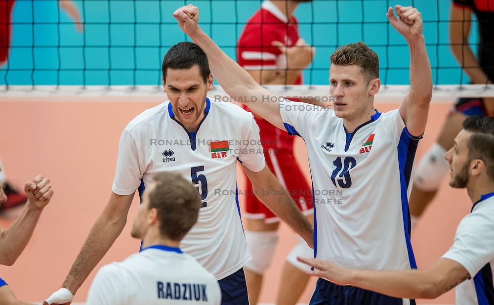 23-09-2016 NED: EK Kwalificatie Turkije - Wit Rusland, Koog aan de Zaan<br /> Turkije had het vrij lastig in de eerste wedstrijd tegen Wit Rusland maar blijven meedoen voor het EK ticket / Siarhei Busel #5 and Radzivon Miskevich #19
