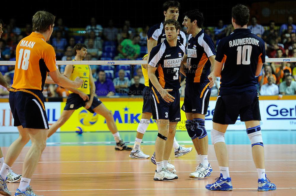 26-06-2010 VOLLEYBAL: WLV NEDERLAND - BRAZILIE: ROTTERDAM<br /> Nederland verliest met 3-1 van Brazilie / Jeroen Rauwerdink, Niels Klapwijk, Yannick van Harskamp en Wytze Kooistra<br /> &copy;2010-WWW.FOTOHOOGENDOORN.NL