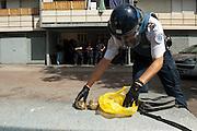 Drogue et argent confisqué après une descente de police dans le quartier pauvre Fontvert (Marseille). La police a finalement arrêté un dealer qui se cachait dans un appartement..Font Vert est une des cités les plus pauvres dans la ville, utilisée comme une base pour le trafic de drogue à grande échelle.