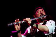 Belo Horizonte - MG, 27/04/2007..Apresentação da banda britanica Jethro Tull em Belo Horizonte, no Chevrolet Hall. Formada por Ian Anderson, (gaita, violão, guitarra, flauta, mandolin, vocais), Martin Barre (guitarra, flauta), Doane Perry (bateria), John O´Hara (teclado) e David Goodier (baixo), o grupo apresenta uma mistura de música clássica, celta e rock...FOTO: BRUNO MAGALHAES / AGENCIA NITRO