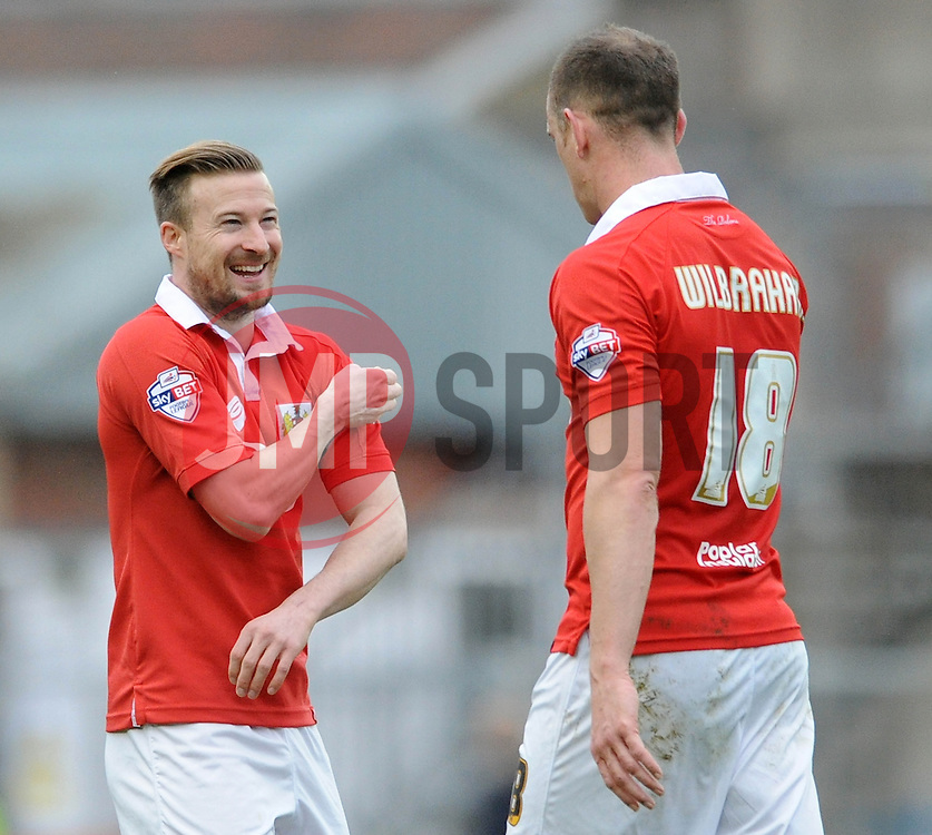 Bristol City's Wade Elliott makes a joke with Bristol City's Aaron Wilbraham - Photo mandatory by-line: Dougie Allward/JMP - Mobile: 07966 386802 - 28/02/2015 - SPORT - football - Bristol - Ashton Gate - Bristol City v Rochdale AFC - Sky Bet League One