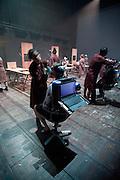 TERRA NOVA  Cie Crew ,Tinel de la chartreuse festival d'Avignon , concept Eric Joris , direction artistique et scenario Eric Joris, Stef De Paepe , texte Peter Verhelst