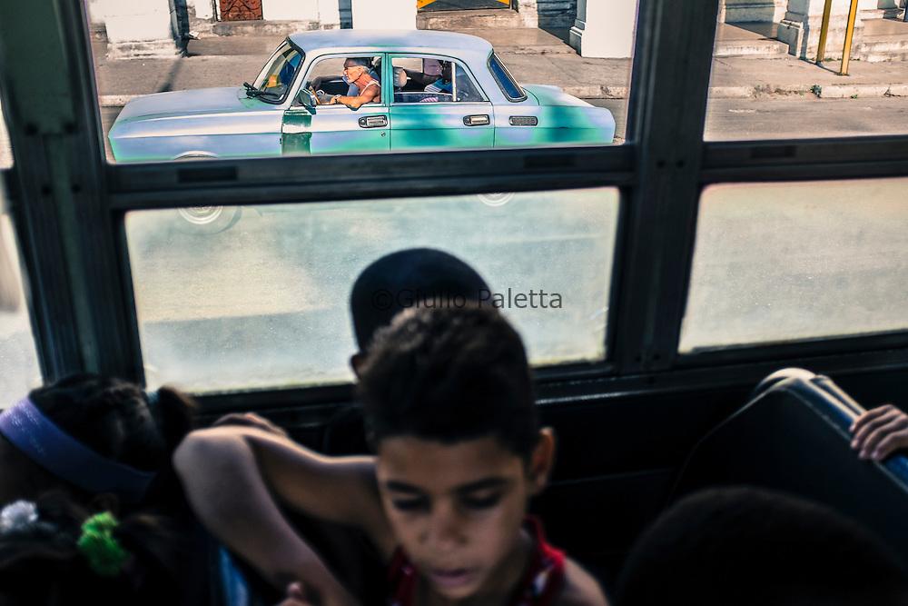 Escursione al giardino zoologico con i bambini delle famiglie povere dell quartiere di Havana centro, guidata dalla psicologa Janely Garcia Alfonso, che dirige la sezione infantile del programma Fei y cultura del progetto Loyola, presso la chiesa di Reina, ad Havana centro