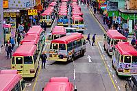 Chine, Hong Kong, Kowloon, station de bus à Mong Kok // China, Hong Kong, Kowloon, Waiting buses in Kowloon
