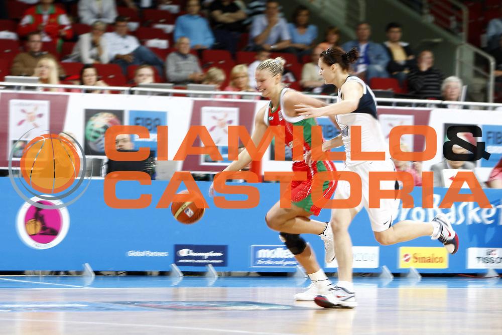 DESCRIZIONE : Riga Latvia Lettonia Eurobasket Women 2009 Quarter Final Slovacchia Bielorussia Slovak Republic Belarus<br /> GIOCATORE : Tatyana Troina<br /> SQUADRA : Bielorussia Belarus<br /> EVENTO : Eurobasket Women 2009 Campionati Europei Donne 2009 <br /> GARA : Slovacchia Bielorussia Slovak Republic Belarus<br /> DATA : 17/06/2009 <br /> CATEGORIA : palleggio<br /> SPORT : Pallacanestro <br /> AUTORE : Agenzia Ciamillo-Castoria/E.Castoria<br /> Galleria : Eurobasket Women 2009 <br /> Fotonotizia : Riga Latvia Lettonia Eurobasket Women 2009 Quarter Final Slovacchia Bielorussia Slovak Republic Belarus<br /> Predefinita :