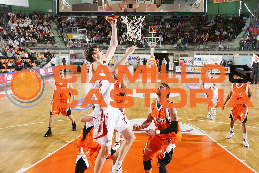 DESCRIZIONE : Udine Lega A1 2007-08 Snaidero Udine Lottomatica Virtus Roma <br /> GIOCATORE : Gregor Fucka <br /> SQUADRA : Lottomatica Virtus Roma <br /> EVENTO : Campionato Lega A1 2007-2008 <br /> GARA : Snaidero Udine Lottomatica Virtus Roma <br /> DATA : 12/04/2008 <br /> CATEGORIA : Tiro <br /> SPORT : Pallacanestro <br /> AUTORE : Agenzia Ciamillo-Castoria/S.Silvestri <br /> Galleria : Lega Basket A1 2007-2008 <br />Fotonotizia : Udine Campionato Italiano Lega A1 2007-2008 Snaidero Udine Lottomatica Virtus Roma <br />Predefinita :