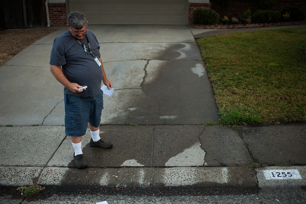 "SACRAMENTO, CA - JULY 3, 2014:  Sacramento City water waste inspector Ron Carpenter documents evidence of watering on one of Sacramento's enforced ""no watering"" days. CREDIT: Max Whittaker for The New York Times"