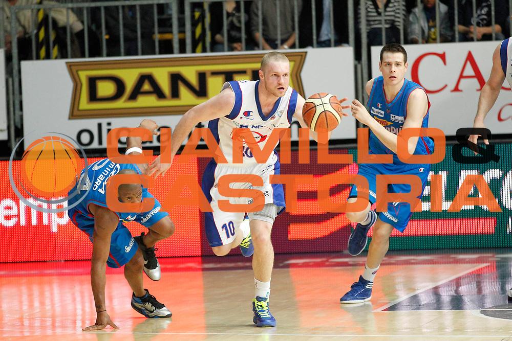DESCRIZIONE : Cantu Campionato Lega A 2011-12 Bennet Cantu Novipiu Casale Monferrato<br /> GIOCATORE : Maarten Leunen<br /> CATEGORIA : Palleggio<br /> SQUADRA : Bennet Cantu<br /> EVENTO : Campionato Lega A 2011-2012<br /> GARA : Bennet Cantu Novipiu Casale Monferrato<br /> DATA : 06/04/2012<br /> SPORT : Pallacanestro<br /> AUTORE : Agenzia Ciamillo-Castoria/G.Cottini<br /> Galleria : Lega Basket A 2011-2012<br /> Fotonotizia : Cantu Campionato Lega A 2011-12 Bennet Cantu Novipiu Casale Monferrato<br /> Predefinita :