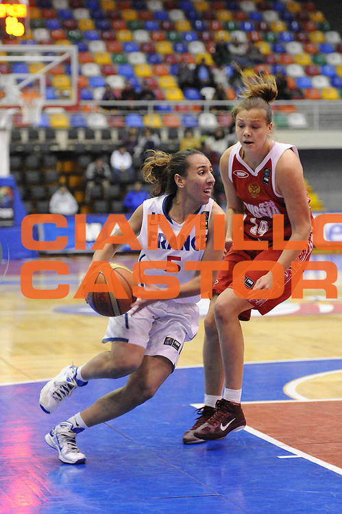 DESCRIZIONE : Chile Cile U19 Women World Championship 2011 France Russia Francia<br /> GIOCATORE : Sabrine Bouzenna<br /> SQUADRA : France Francia<br /> EVENTO : Chile Cile U19 Women World Championship 2011 <br /> GARA : France Russia Francia<br /> DATA : 30/07/2011<br /> CATEGORIA :  palleggio<br /> SPORT : Pallacanestro <br /> AUTORE : Agenzia Ciamillo-Castoria/C.De Massis<br /> Galleria : Fiba U19 World Championship Women Chile 2011<br /> Fotonotizia : Chile Cile U19 Women World Championship 2011 France Russia Francia<br /> Predefinita :