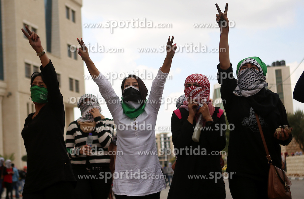 10.10.2015, Ramallah, PSE, Gewalt zwischen Pal&auml;stinensern und Israelis, im Bild Zusammenst&ouml;sse zwischen Pal&auml;stinensischen Demonstranten und Israelischen Sicherheitskr&auml;fte // Palestinian girls flashe victory sign during clashes with Israeli security forces in Beit El on the outskirts of the West Bank city of Ramallah, on October 10, 2015. Fifteen Palestinians have been killed by Israeli forces and around 1,000 injured with live and rubber-coated steel bullets in the occupied West Bank and Gaza Strip since Oct. 1, Palestine on 2015/10/10. EXPA Pictures &copy; 2015, PhotoCredit: EXPA/ APAimages/ Shadi Hatem<br /> <br /> *****ATTENTION - for AUT, GER, SUI, ITA, POL, CRO, SRB only*****