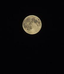 THEMENBILD - der Supervollmond, aufgenommen am 10.08.2014 in Kaprun, Österreich // the Supermoon in the Night in the Sky, Kaprun, Austria on 2014/08/10. EXPA Pictures © 2014, PhotoCredit: EXPA/ JFK