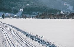 THEMENBILD - die Spuren einer Langlaufloipe in unberührter Winterlandschaft, aufgenommen am 06. Februar 2020 in Zell am See, Oesterreich // the traces of a cross-country ski run in untouched winter landscape, in Zell am See, Austria on 2020/02/06. EXPA Pictures © 2020, PhotoCredit: EXPA/Stefanie Oberhauser