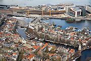 Nederland, Noord-Holland, Amsterdam, 16-04-2008; centrum van de stad met Montelbaanstoren (rechts)  en water van de Binnenkant (Oude Waal); daar boven het Oosterdok met Oosterdokseiland (ODE), met echts de nieuwe bibliotheek (OBA) en conservatorium ; historische binnenstad..luchtfoto (toeslag); aerial photo (additional fee required); .foto Siebe Swart / photo Siebe Swart