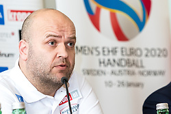 09.01.2018, Haus des Sports, Wien, AUT, EHF Euro 2018, Herren, Pressekonferenz Österreich, im Bild Trainer Patrekur Johannesson (AUT) // during an Austrian Press Conference in front of the EHF 2018 European Men' s Handball Championship in Croatia at the Haus des Sports, Vienna, Austria on 2018/01/09. EXPA Pictures © 2018, PhotoCredit: EXPA/ Sebastian Pucher