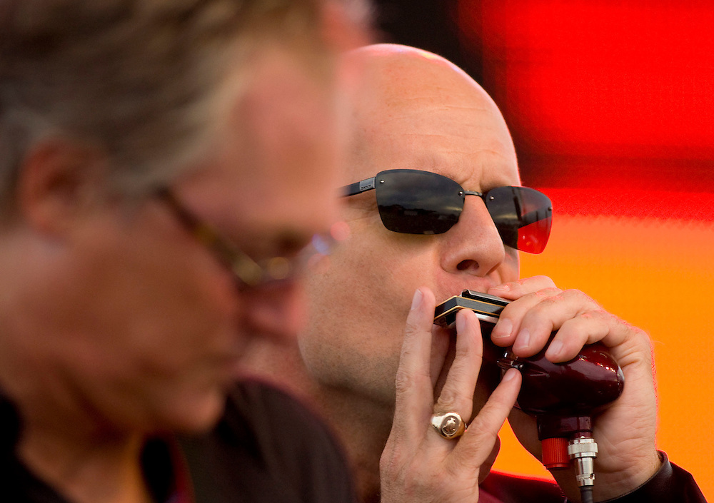 """Bruce Willis performs on the harmonica with his band """"The Bruce Willis Blues Band"""" during the Netflix Live On Location concert and movie series in the Rocket Garden at the Kennedy Space Center Visitors Complex in Cape Canaveral, Florida August 2, 2007. REUTERS/Scott Audette (UNITED STATES)"""