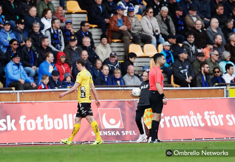 UPPSALA, SWEDEN - MAY 14: Jon Jonsson of IF Elfsborg is sent off during the Allsvenskan match between IK Sirius FK and IF Elfsborg at Studenternas IP on May 14, 2017 in Uppsala, Sweden. Foto: Nils Petter Nilsson/Ombrello