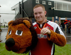 LEE, CHAMP THE LION ON WINNERS STAND WITH HIS  MEDAL , John Smiths Mascot Grand National, Huntingdon Racecourse Sunday 5th October 2008
