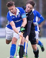 UTRECHT- Hockey - Duel tussen Sander de Wijn (l)  van Kampong en Yorick van der Vis van HGC tijdens de hoofdklasse competitiewedstrijd tussen de mannen van Kampong en HGC (2-1). COPYRIGHT KOEN SUYK