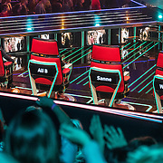 NLD/Hilversum/20170120 - 2de liveshow The Voice of Holland 2017, stoelen van de coaches