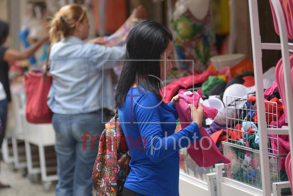 O Comércio Popular do Saara começa a se enfeitar e se preparar para o Natal.  Nesta terça-feira (21), a  quase dois meses da data de celebração cristã, os comerciantes vivem a expectativa de um aumento das vendas se comparado o ano anterior. O Saara é um dos principais centros de compra da cidade Foto: ERBS JR./Frame