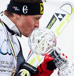 18.03.2011, Pista Silvano Beltrametti, Lenzerheide, SUI, FIS Ski Worldcup, Finale, Lenzerheide, Podium, im Bild Super Kombination Gesamtsieger Ivica Kostelic (CRO) küsst die Kristalkugel im Zielraum auf der Lenzerheide. //  Super Combined overall winner  Ivica Kostelic (CRO) kisses the Trophy during Podium, at Pista Silvano Beltrametti, in Lenzerheide, Switzerland, 18/03/2011, EXPA Pictures © 2011, PhotoCredit: EXPA/ J. Feichter