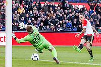 ROTTERDAM - Feyenoord - SC Cambuur , Voetbal , Seizoen 2015/2016 , Eredivisie , Feijenoord Stadion De Kuip , 06-03-2016 , Speler van Feyenoord Jens Toornstra (r) schiet de bal langs cambuur keeper Leonard Nienhuis (l) en scoort de 1-0