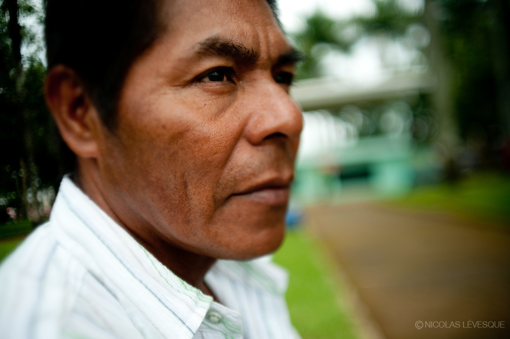 Martin Vargas a subi une opération au dos après un accident de travail. La compagnie ne lui donne rien. Monocultures d'ananas de la multinationale Del Monte. Buenos Aires, Costa Rica 2010.