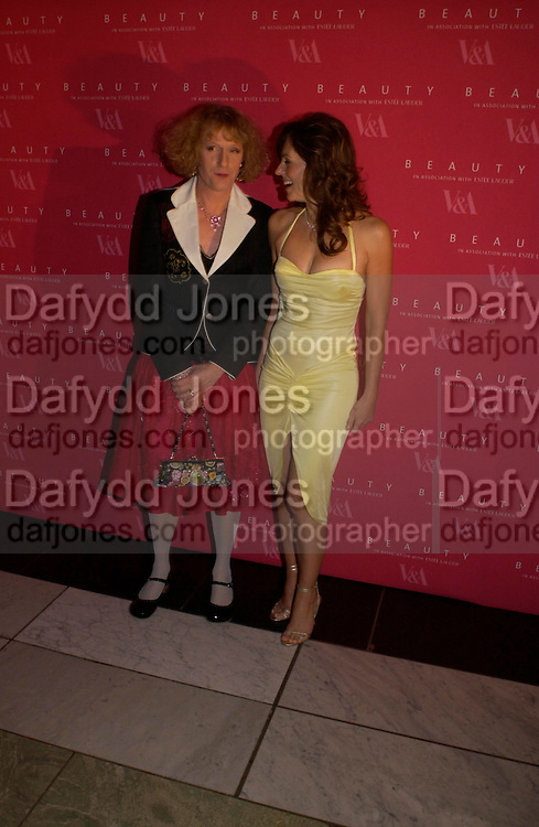 Elizabeth Hurley and Grayson Perry. Beauty Week. -party launching week of lectures, debates, performances and events exploring notions of beauty. Includes a display of 26 objects from the V&A collections, selected by 'guest editor' Stephen Bayley, to examine notions of beauty in association with EstŽe Lauder. V. and A. South Kensington. 24 January 2005. ONE TIME USE ONLY - DO NOT ARCHIVE  © Copyright Photograph by Dafydd Jones 66 Stockwell Park Rd. London SW9 0DA Tel 020 7733 0108 www.dafjones.com