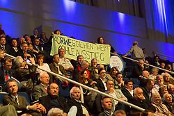 20.04.2016, Messe Essen, Essen, GER, Hauptversammlung RWE AG, im Bild Proteste bei der RWE Hauptversammlung 2016 mit Bannern und Plakaten // during the annual general meeting of RWE AG at the Messe Essen in Essen, Germany on 2016/04/20. EXPA Pictures © 2016, PhotoCredit: EXPA/ Eibner-Pressefoto/ Deutzmann<br /> <br /> *****ATTENTION - OUT of GER*****