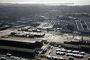 Nederland, Noord-Brabant, Bergen op Zoom, 04-03-2008; bedrijventerrein De Lage Meren met links de sigarettenfabriek van Philip Morris; in de achtergrond de binnenstad en het water van de Binnenschelde; .geparkeerde vrachtauto's, truck, transport, overslag, tabak, nicotine, sigaret, sigaretten. .luchtfoto (toeslag); aerial photo (additional fee required); .foto Siebe Swart / photo Siebe Swart