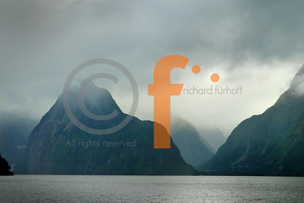 Richard Furhoff 100101_NewZealand_DSC4420.tif.Milford Sound, Fiordlands National Park. New Zealand..