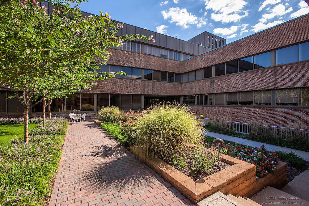Baltimore building photography of offices and retail space at The VIllage of Cross Keys by Jeffrey Sauers of Commercial Photograpics