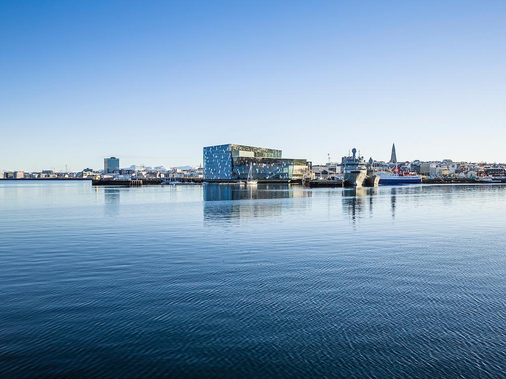Harpa við Reykjavíkurhöfn