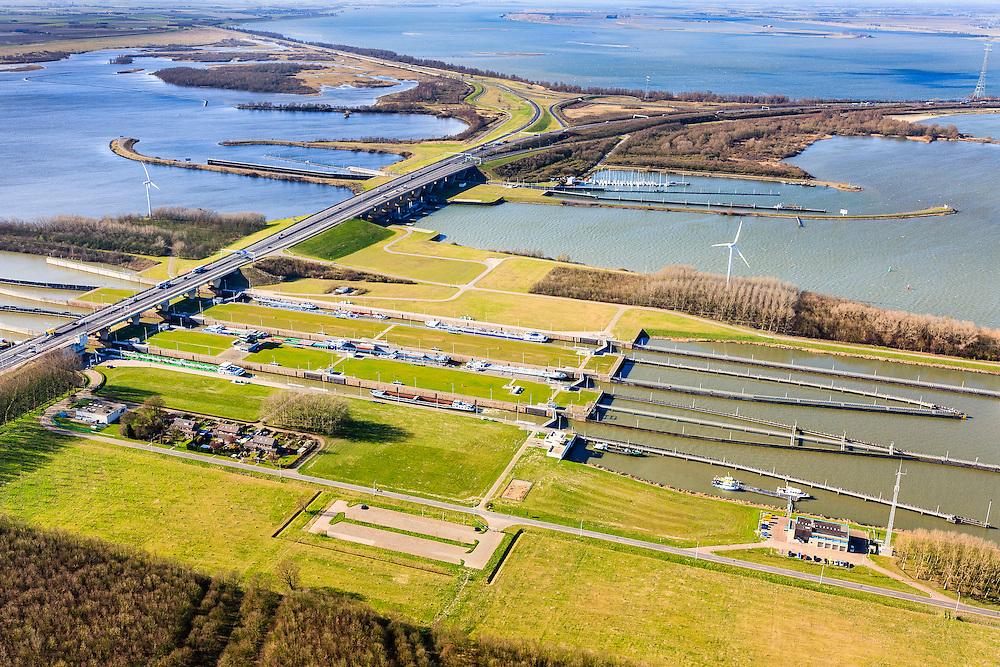 Nederland, Noord-Brabant, Willemstad, 04-03-2008; Volkeraksluizen, in de voorgrond de schutsluizen met drie kolken, daarachter, onder de brug van de A 29, de spuisluizen;. Verder  dan de jachthaven met een vierde sluis, voor de pleziervaart. Op het Knooppunt Hellegatsplein splitst de snelweg, naar links de N 59, naar Goeree-Overflakkee via de Hellegatsdam, naar rechts de A29 naar de Haringvlietbrug. De Volkeraksluizen - in de Volkerakdam - verbinden het Hollandsch Diep met het Volkerak.<br /> <br /> luchtfoto (toeslag op standard tarieven);<br /> aerial photo (additional fee required);<br /> copyright foto/photo Siebe Swart
