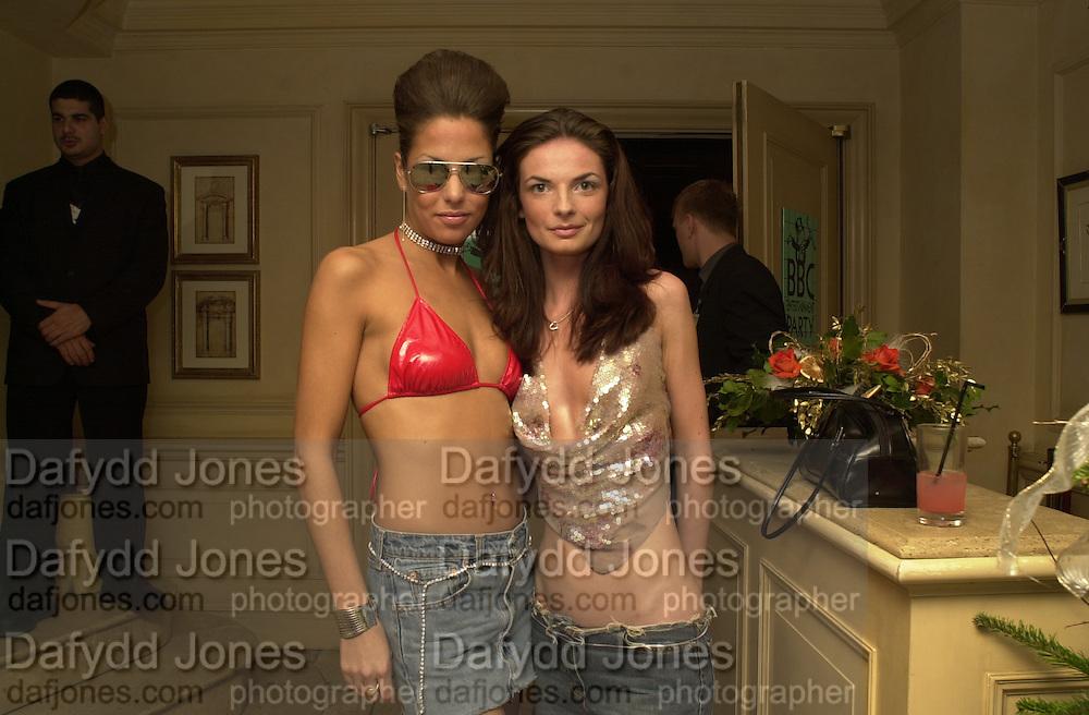 Niki Noo and Kerry Koo. Toni & Guy/M & P models party. Mayfair Club. 7 December 2000. © Copyright Photograph by Dafydd Jones 66 Stockwell Park Rd. London SW9 0DA Tel 020 7733 0108 www.dafjones.com