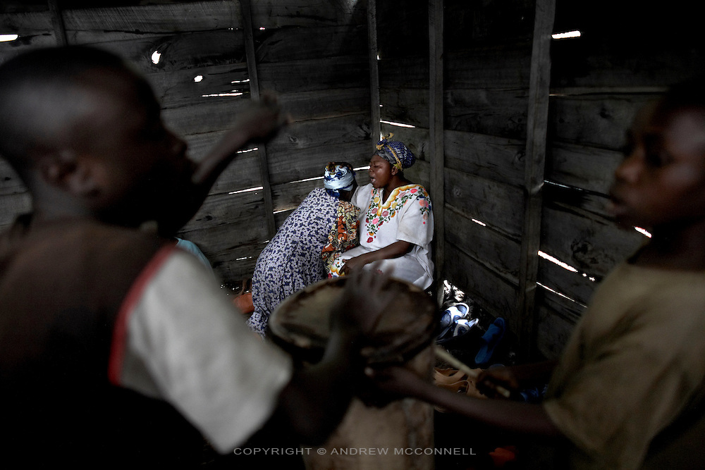 A female pastor gives absolution after hearing confessions during a service in Mugunga 2 IDP site, Goma, DRC.
