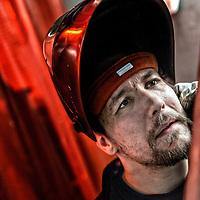 Mark Kristensen, 25 &aring;r og produkt&oslash;r.<br /> Mark kom videre og i job med Metal Jobstarter, hvor han tager et svejsningskursus. <br /> N&aring;r han har f&aelig;rdiggjort det kursus og best&aring;et sin eksamen (kan tage alt fra tre timer til seks uger) skal han starte p&aring; sine nye arbejdsplads i Skejby.